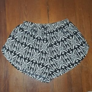 Ambiance Apparel Black & White Shorts Size S